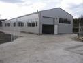 Промишлен парцел с построено хале