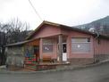 Хранителен магазин, кафене и сграда